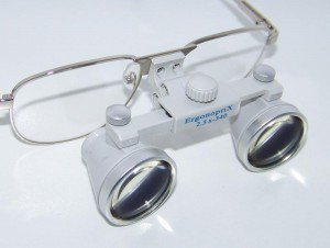 ErgonoptiX-Galilean-Surgical-loupes-close-up-grey-800